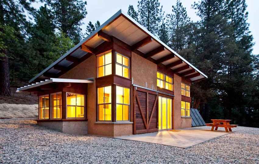 Для облицовки внешних стен каркасного дома могут использоваться различные отделочные материалы