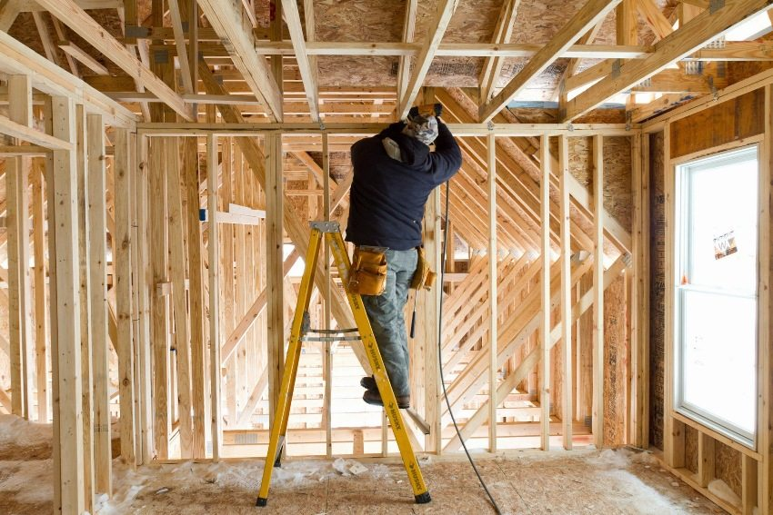 Монтаж внутренних перегородок каркасного дома