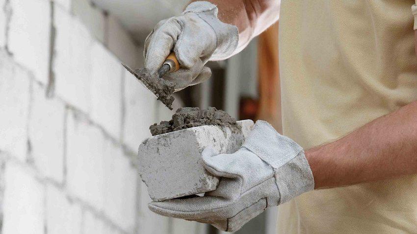 Силикатный кирпич часто применяется в промышленном и частном строительстве