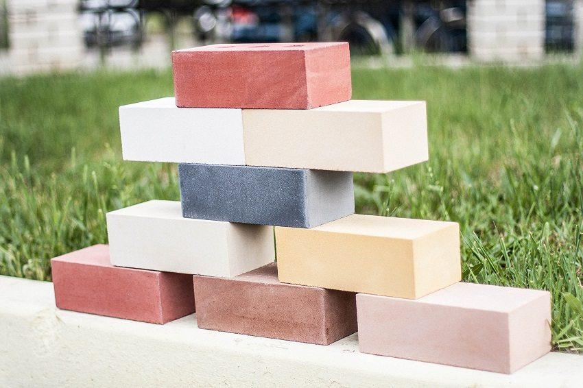 Современные технологии позволяют выпускать силикатный кирпич различных цветов