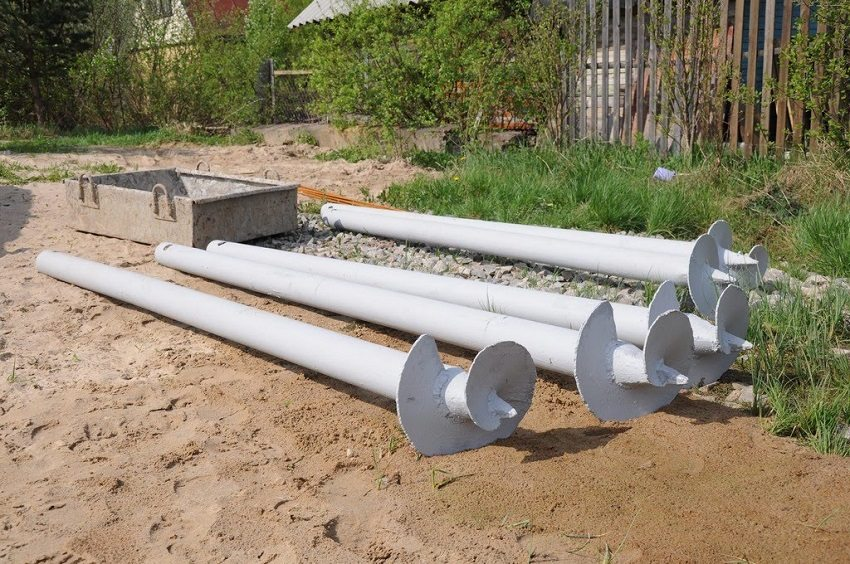 Стальные трубы с наконечниками и лопастями для свайно-винтового фундамента