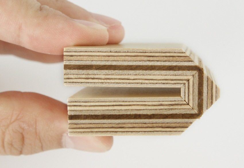 В процессе производства каждый слой фанеры обрабатывается специальными составами и пропитками