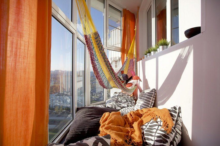 Укромное место отдыха с мягкими подушками