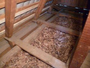 Заполнение деревянного пола опилками