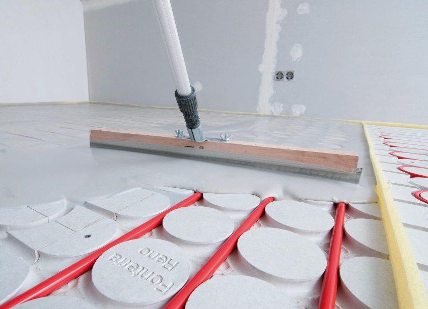 Водяной теплый пол - распространенный способ отопления частного загородного дома