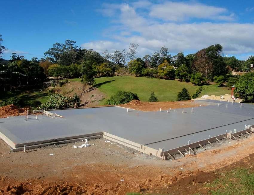 Строительство плитного фундамента под загородный дом