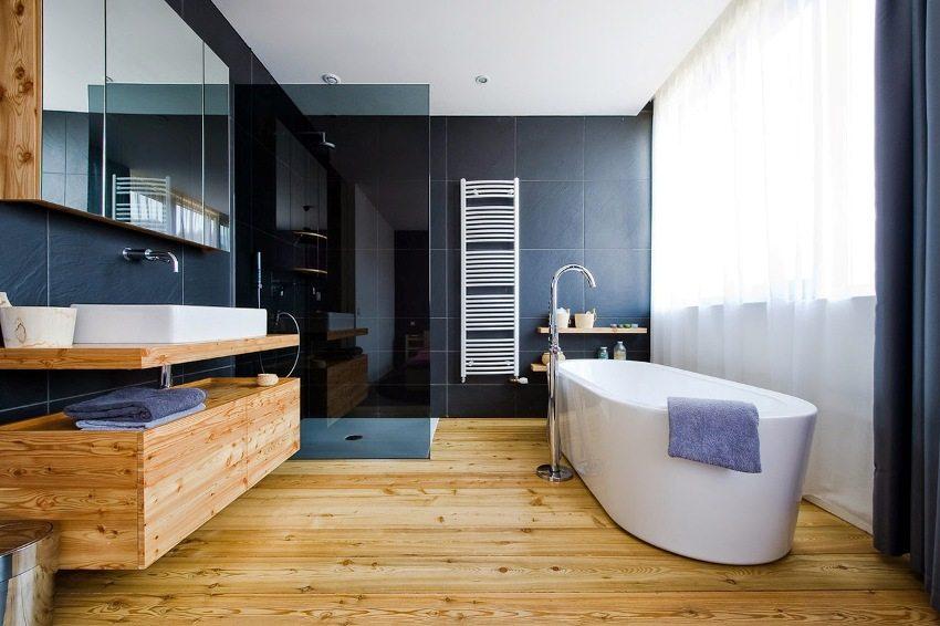 Влагостойкое покрытие идеально подходит для отделки пола в ванной комнате