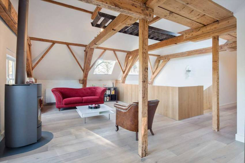 Дополнительно отапливать чердачное помещение можно с помощью дровяной печи