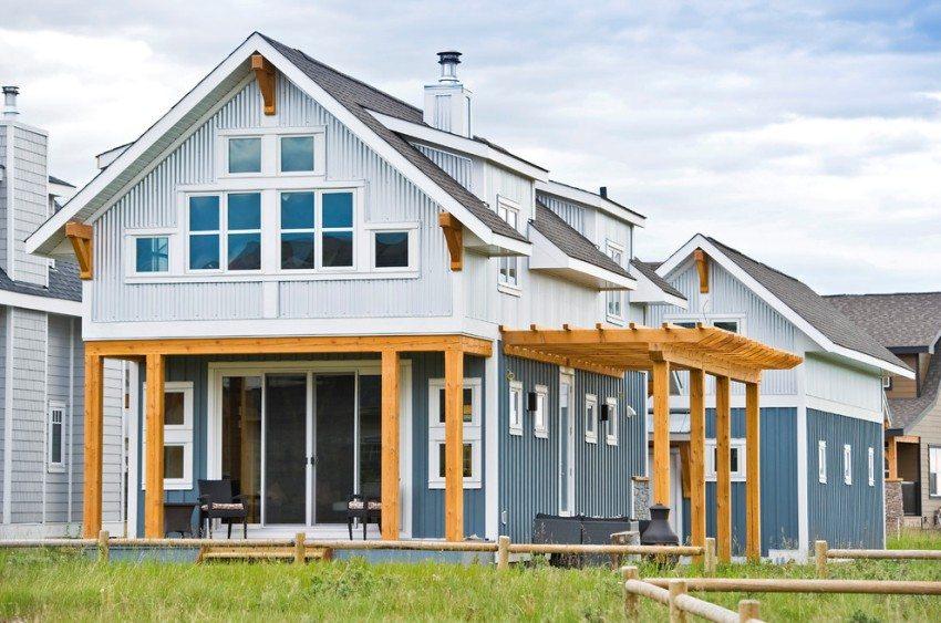 Дом с мансардой, построенный по каркасной технологии
