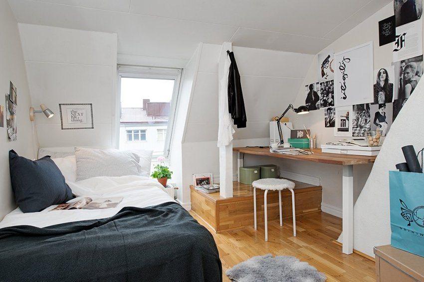 Интерьер спальной комнаты, обустроенной на мансарде
