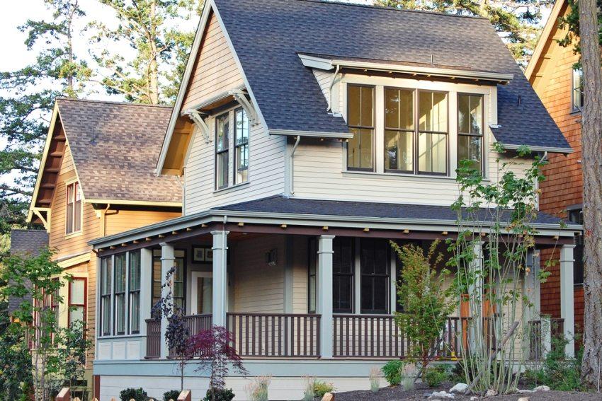 Небольшой дом площадью 50 кв.м с террасой и мансардой