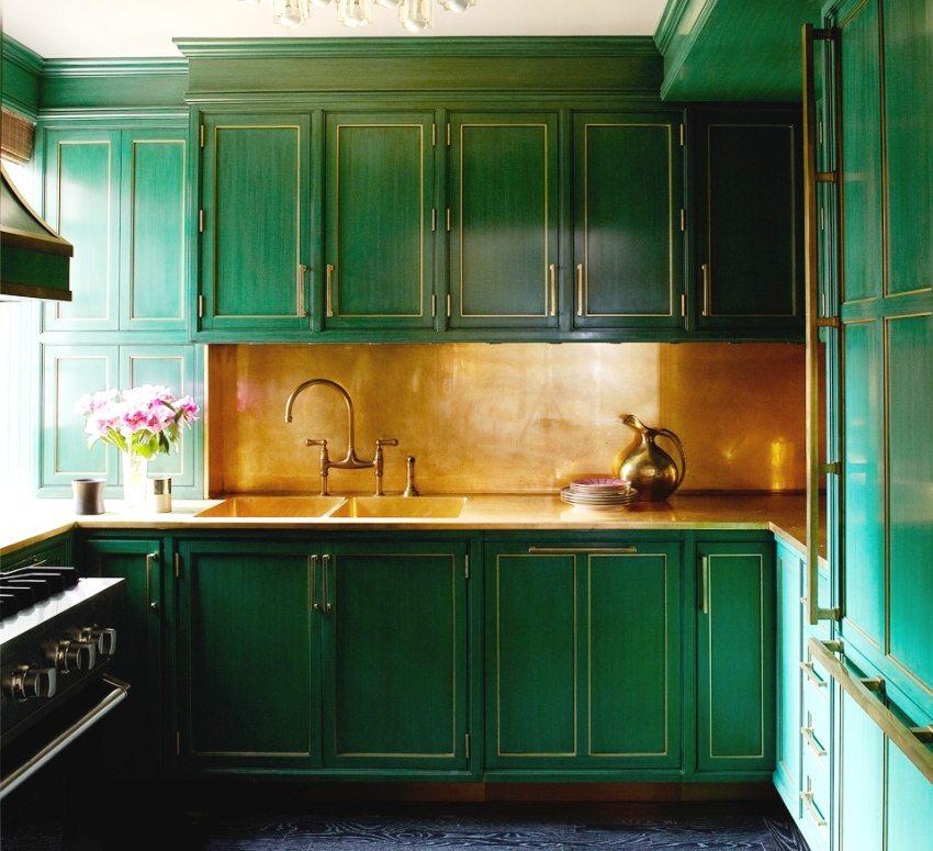 Поверхность плиты из МДФ можно окрашивать или декорировать цветной пленкой