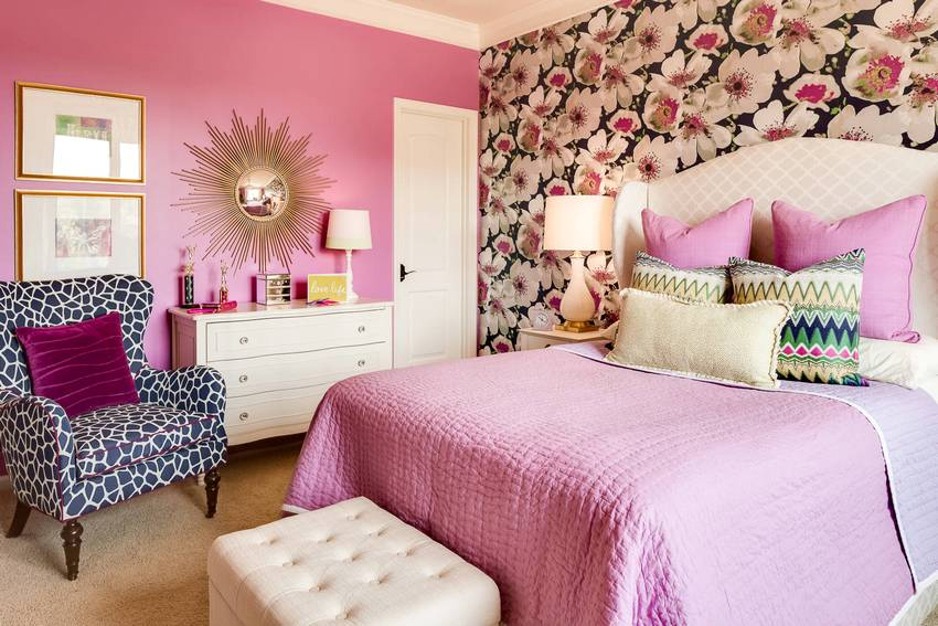 In the interior of a small bedroom used a combination of wallpaper of two types