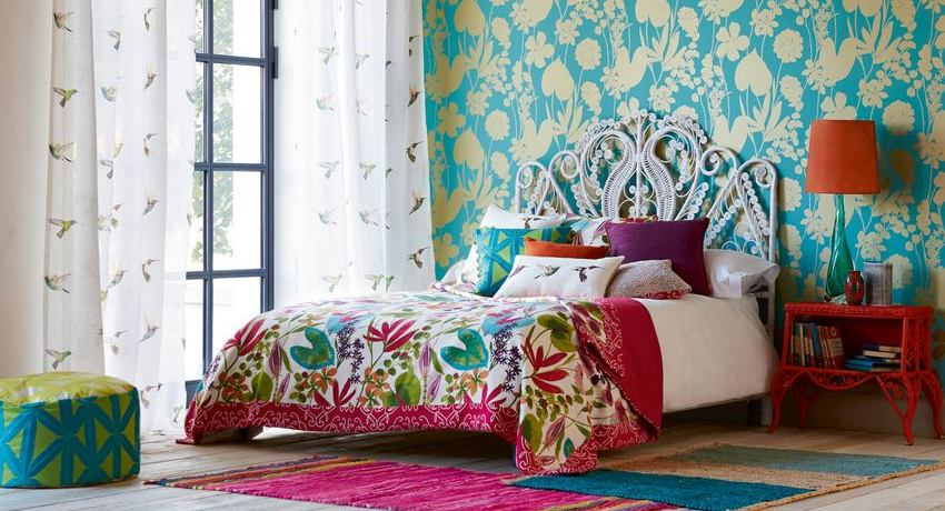 Photos in modern style: the interior of the bedroom with wallpaper of two types and the specifics of its creation