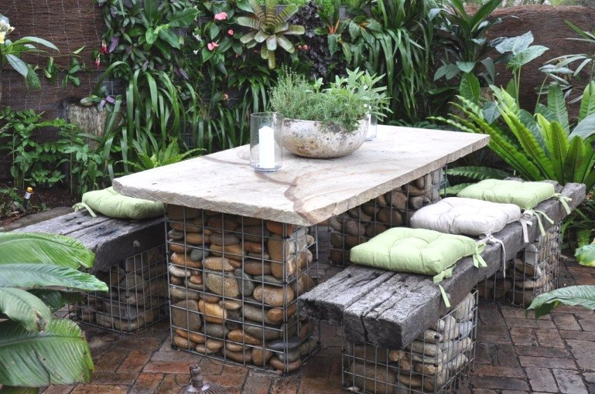 Садовая мебель из каменных габионов