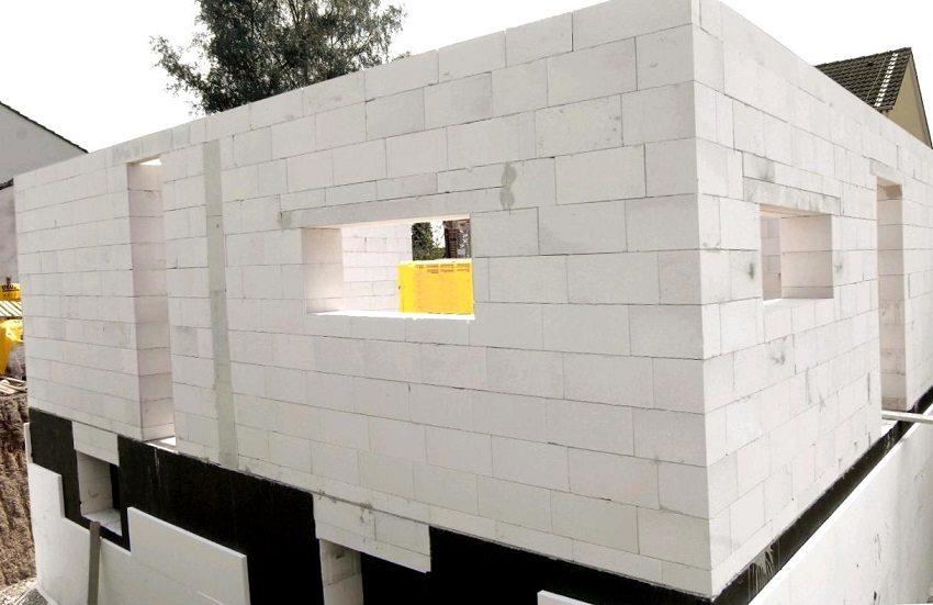 Газоблоки используются в малоэтажном строительстве для наружных и внутренних несущих стен