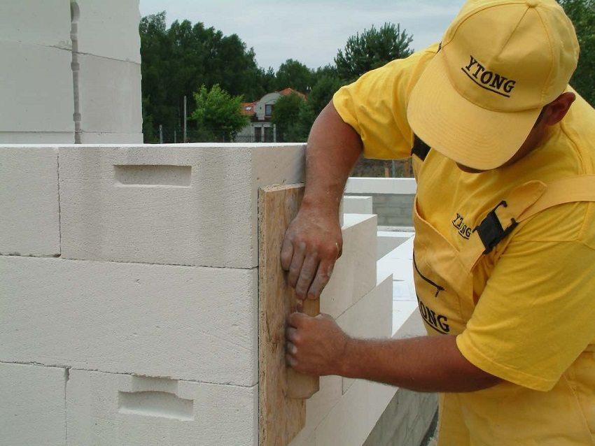От соблюдения технологического процесса кладки газоблоков зависит надёжность и долговечность возводимого сооружения