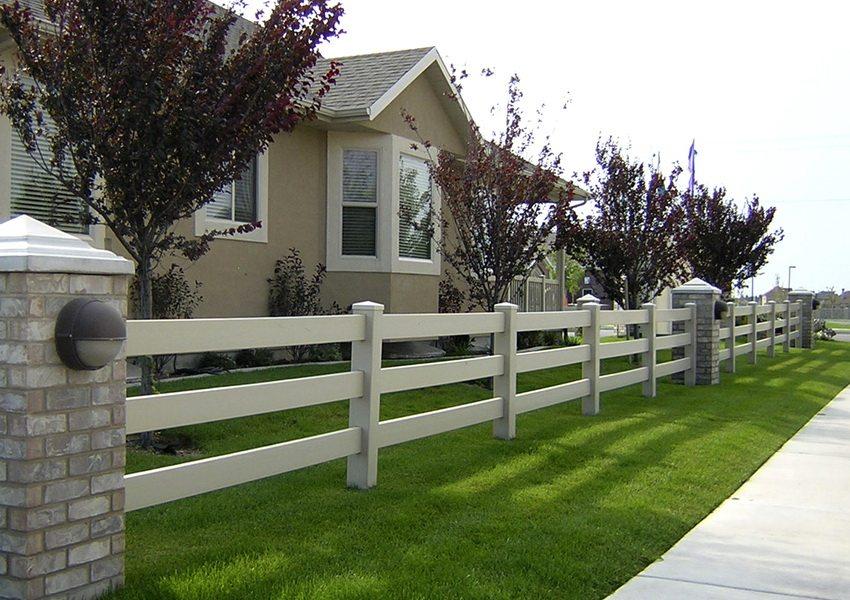 Элегантное решение - белый забор в стиле кантри