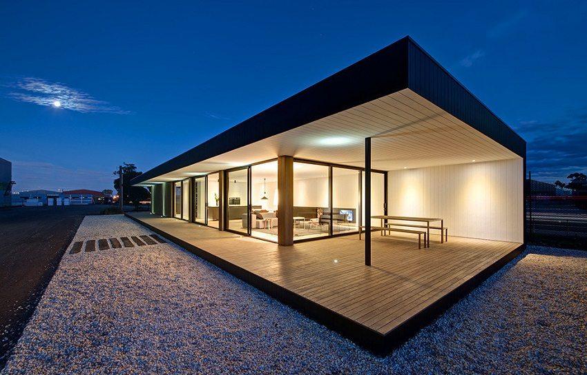 Одноэтажный модульный дом с остеклением от пола до потолка