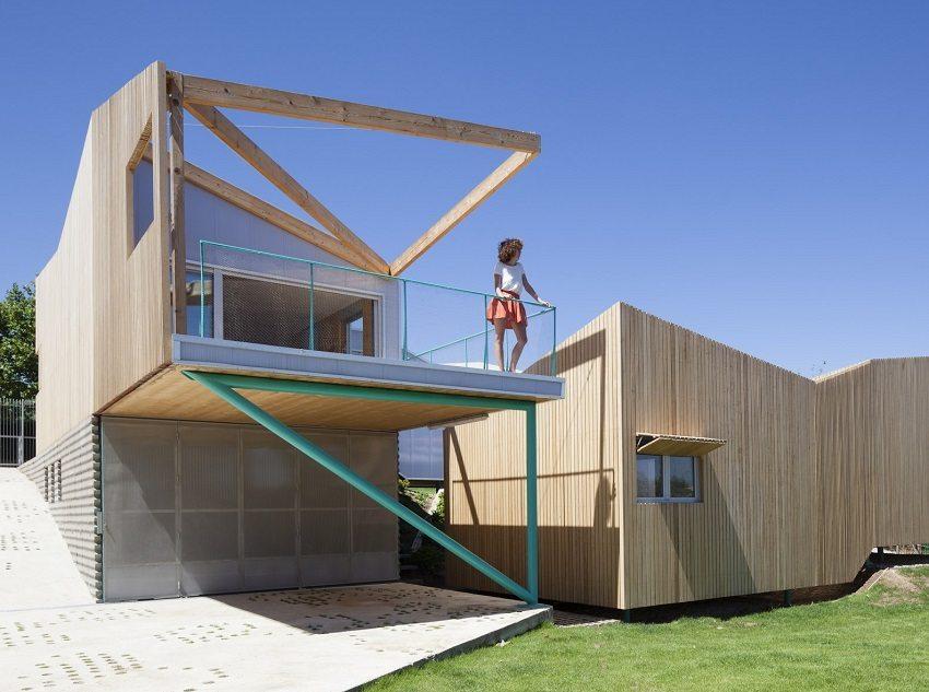 Дом из деревянных блоков, изготовленных по особому проекту