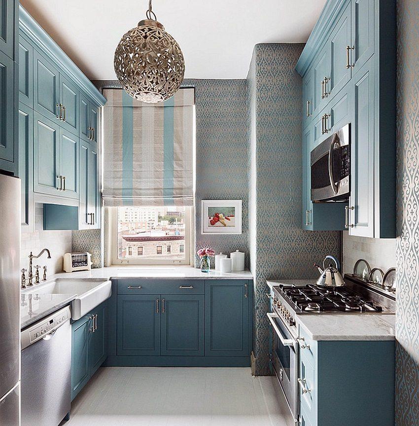 Нежное оформление кухонного помещения в голубых тонах с металлическим отблеском