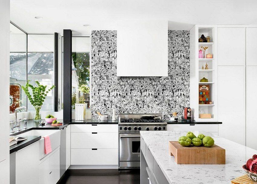 Моющиеся обои с графическим рисунком делают кухню еще более стильной