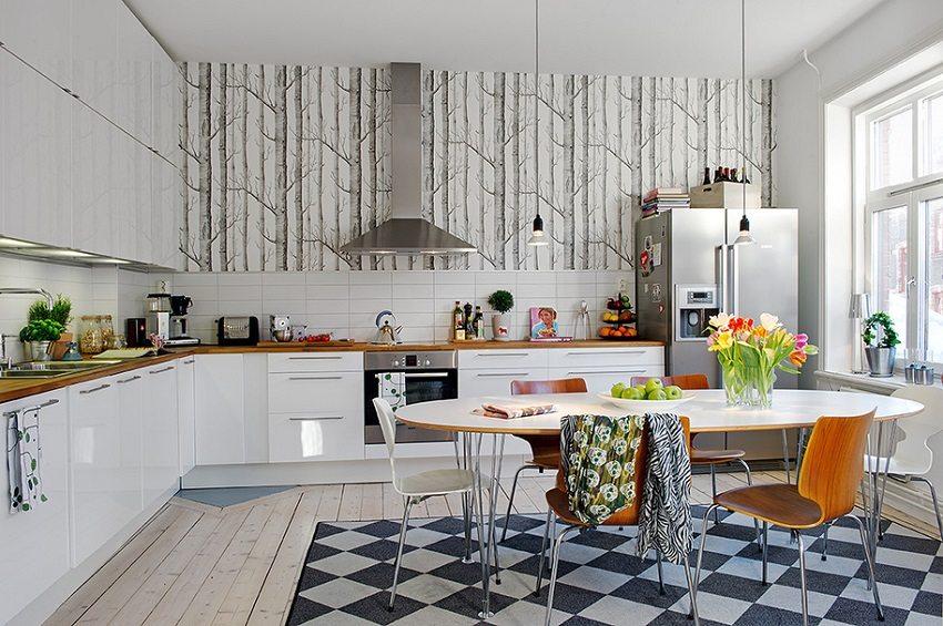 На кухне отлично будут смотреться фотообои с изображением деревьев