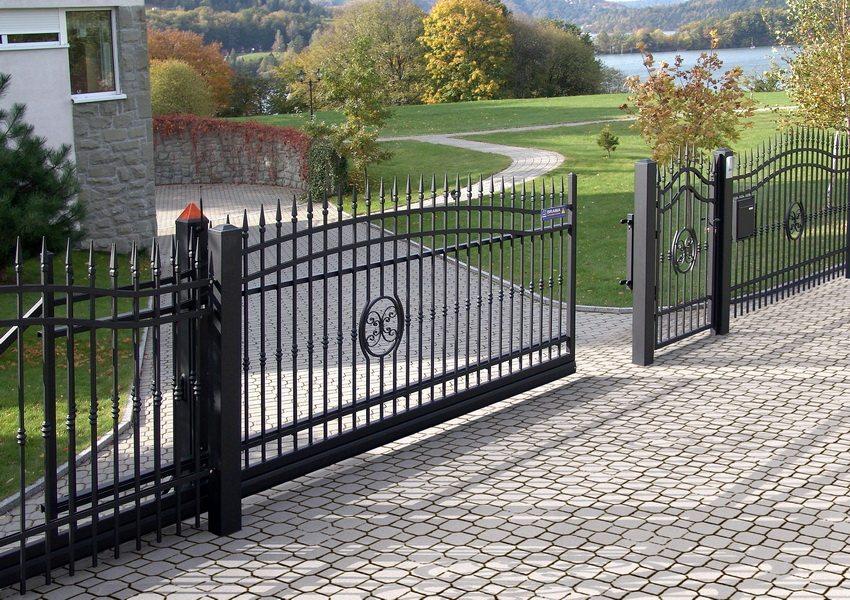 Откатные ворота для участка можно сделать своими руками или заказать готовые и смонтировать