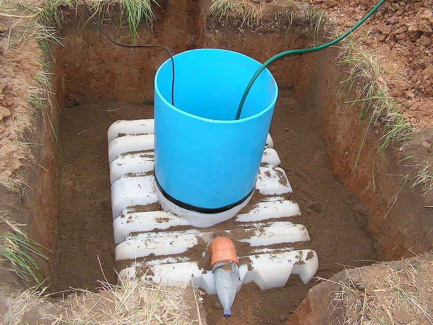 Процесс установки септика при высоком уровне грунтовых вод