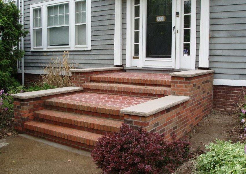 Керамический кирпич повсеместно используется для кладки лестниц и ступеней