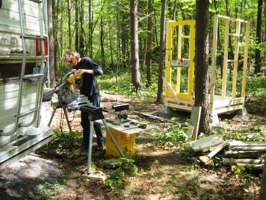 """Туалет """"Скворечник"""", фото 1: подготовка материалов и монтаж каркаса"""