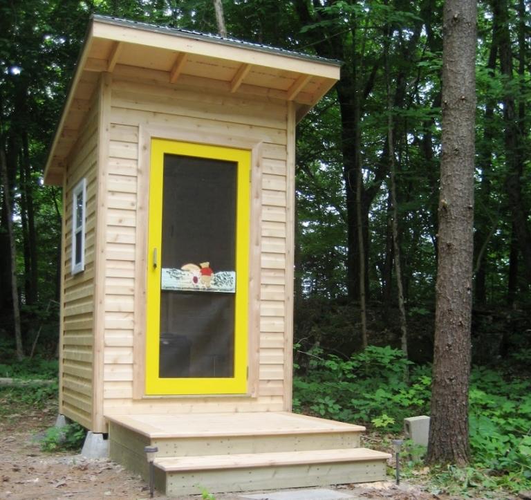Дверь для туалета на даче 148
