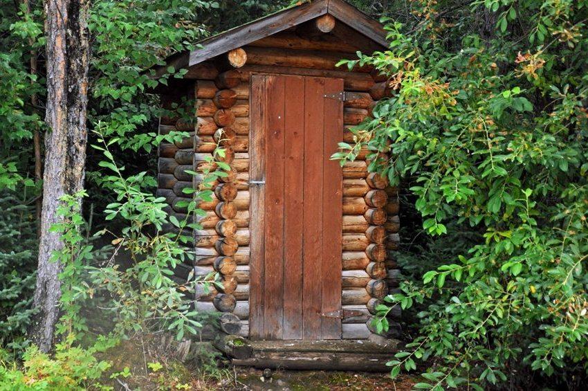Туалет из сруба, построенный своими руками