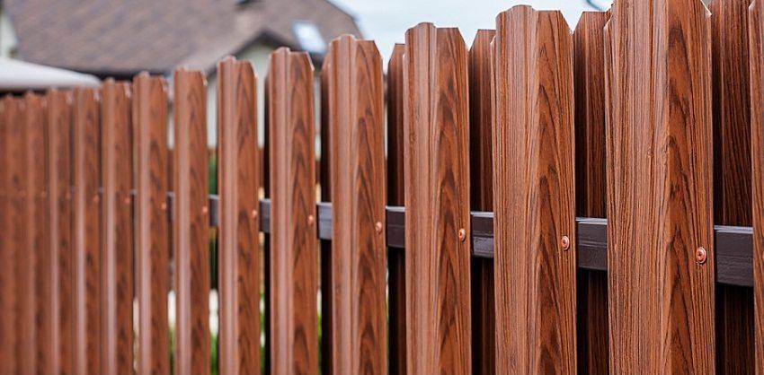 Металлический штакетник с имитацией древесины