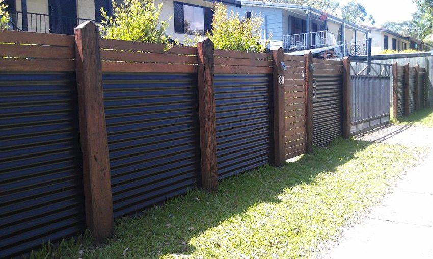 Горизонтальный забор из профнастила своими руками