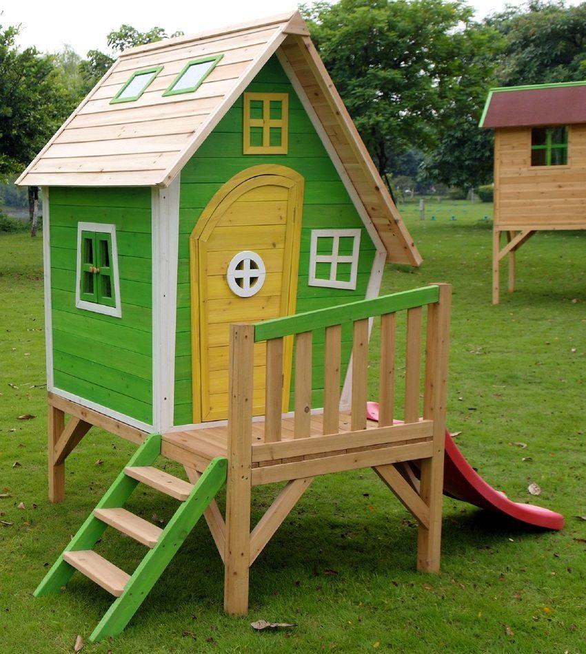 Детский игровой домик из дерева с пластиковой горкой