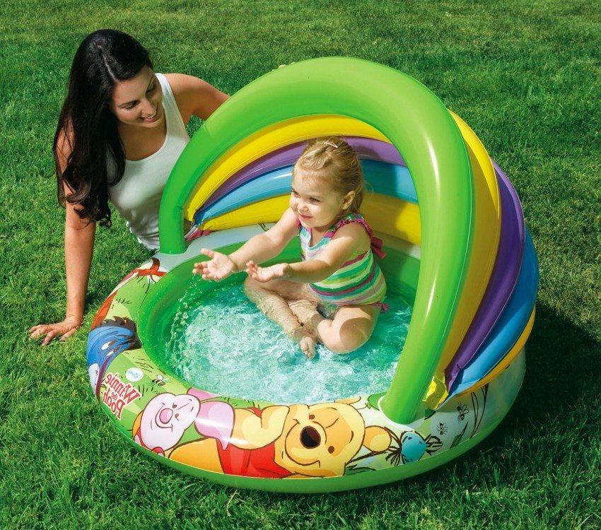 Маленький детский бассейн с надувным дном