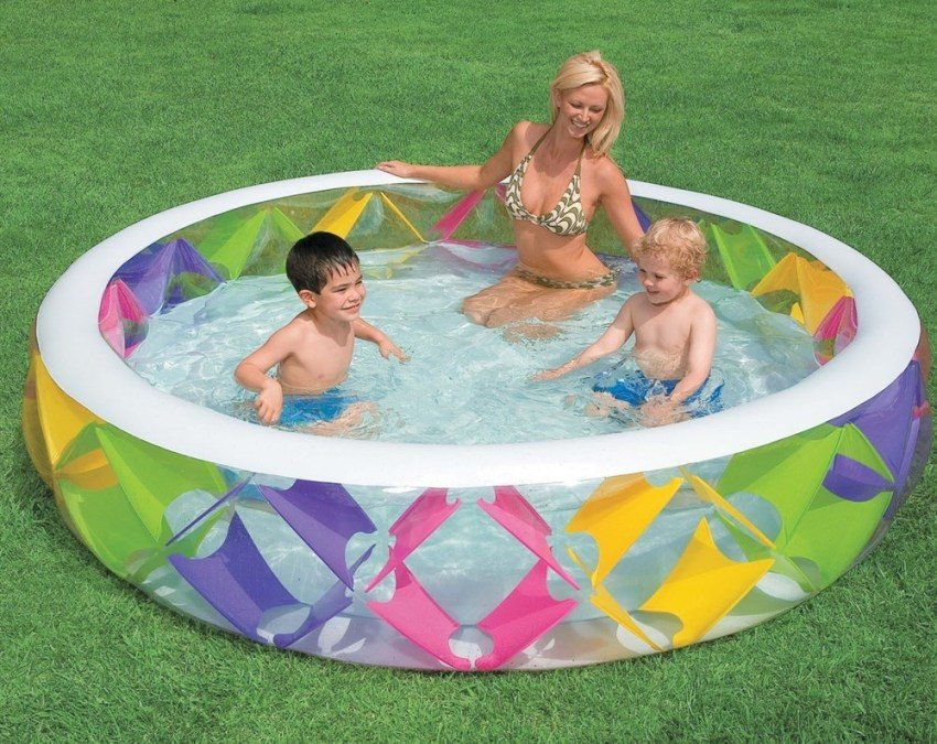 Круглый бассейн для дачи с оригинальным дизайном