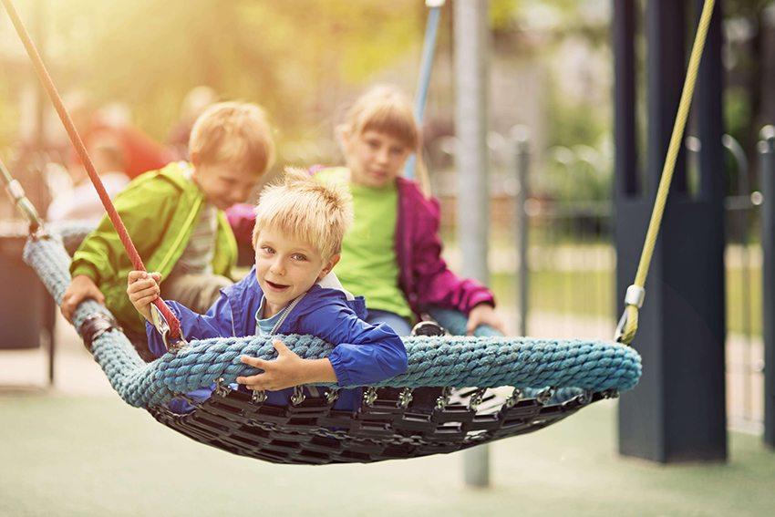 Вместительные качели с общим местом для нескольких детей
