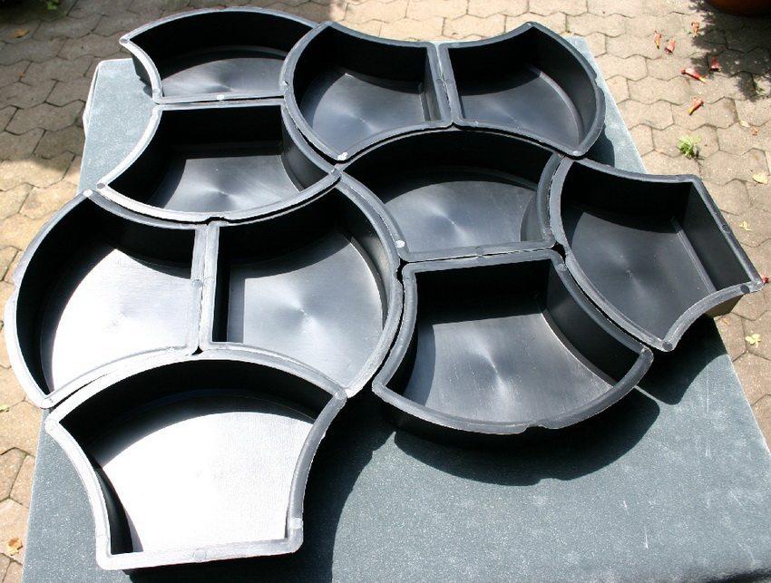 Пластиковые формы для литья тротуарной плитки долговечны и практичны в использовании