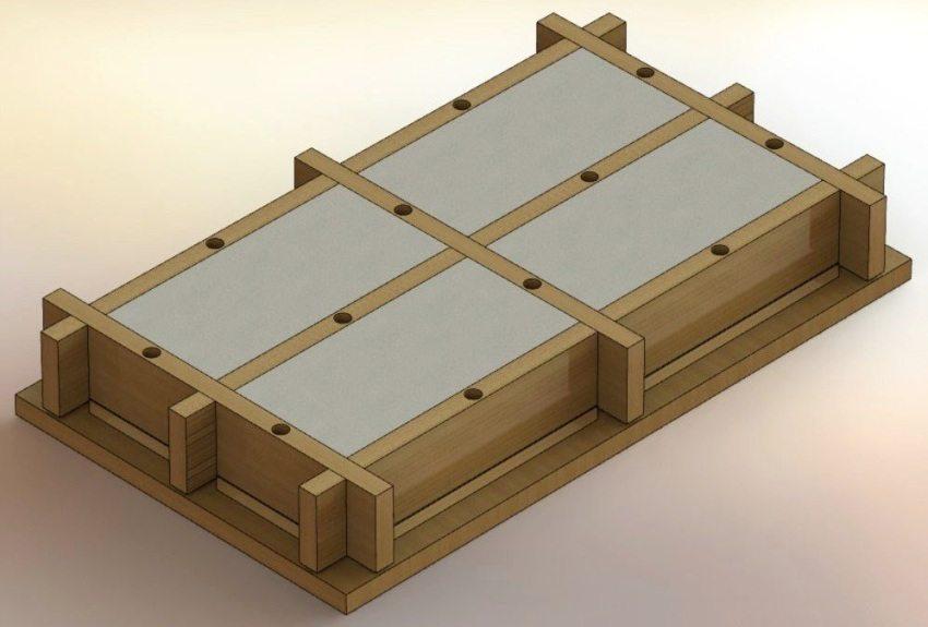 Рисунок 6. Заливка бетонной смеси в деревянную форму
