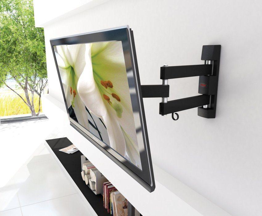Использование наклонного кронштейна дает возможность корректировать положение экрана по вертикали