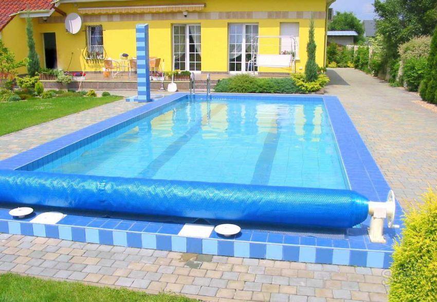 Поддерживать температуру воды в бассейне на оптимальном уровне можно с помощью обогревающего покрывала