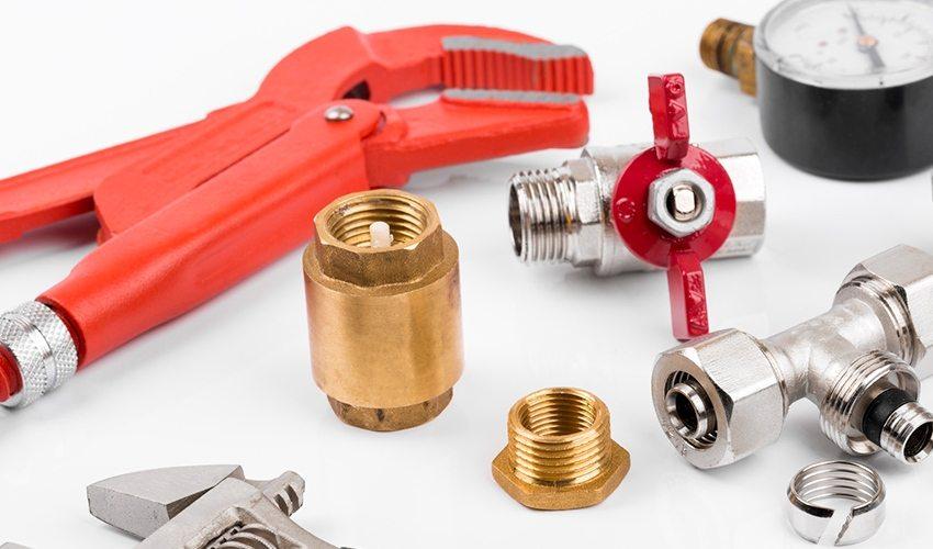 Для монтажа автономного водоснабжения потребуется обратный клапан, шаровой кран, манометр, фитинги и другие комплектующие