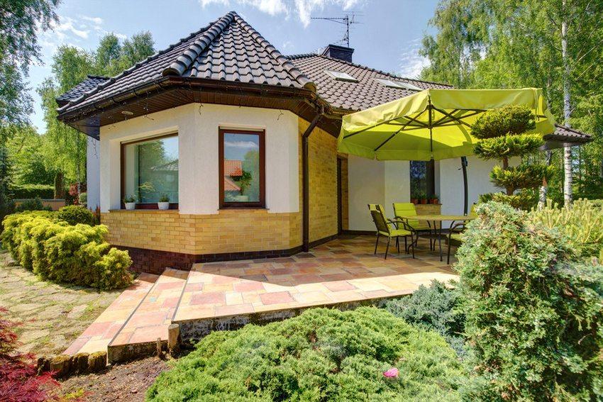 Коттедж 6 на 6 м может использоваться в качестве дачного домика или же для круглогодичного проживания