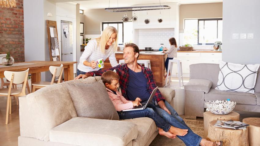 Студийная планировка позволяет раздвинуть внутреннее пространство дома