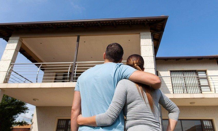 Двухэтажные сооружения принято считать классическим вариантом загородных домов
