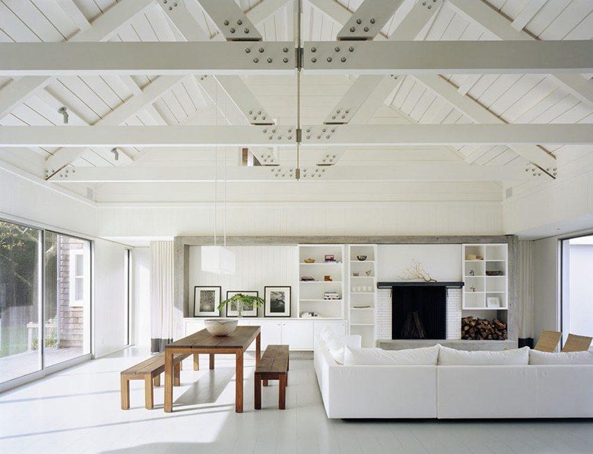 Увеличить пространство в доме поможет потолок повторяющий форму крыши
