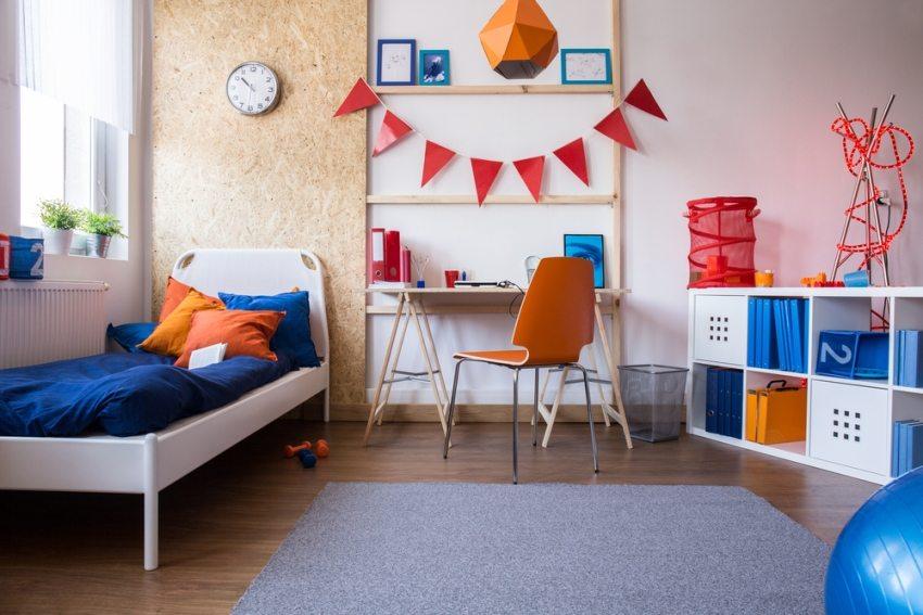 Яркие цвета в отделке комнаты для мальчика