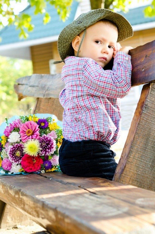 Скамейки, изготовленные из бревен, отличаются самобытностью и экологичностью